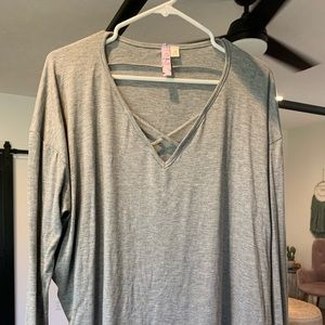 Grey loose fit boutique shirt with v neck detail